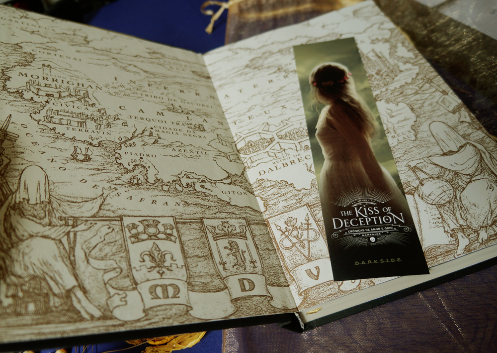 the-kiss-of-deception-por-dentro-mary-e-pearson-resenha-darkside-books
